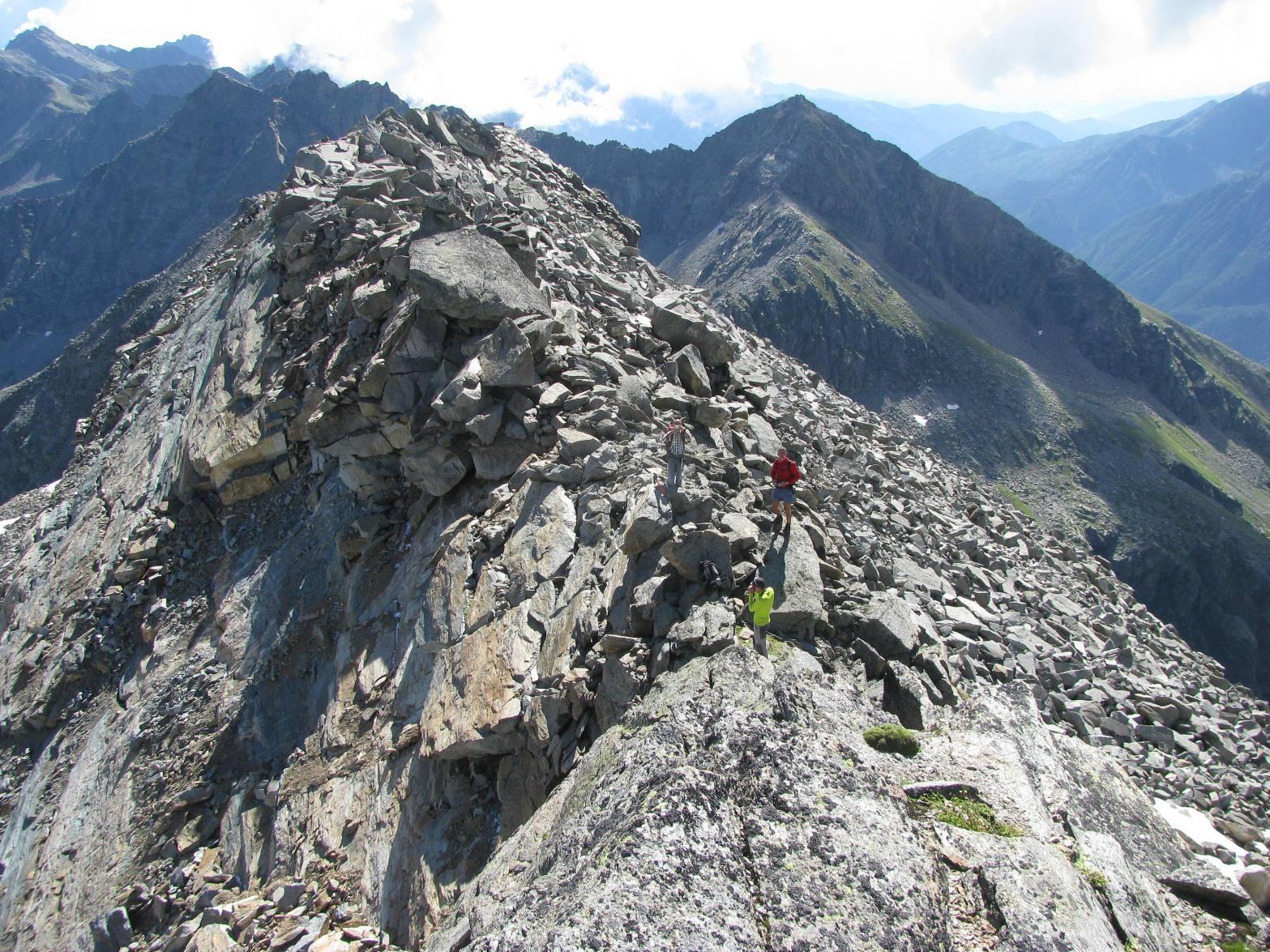 Il Colle del Forno visto dal primo risalto roccioso verso la Levanna