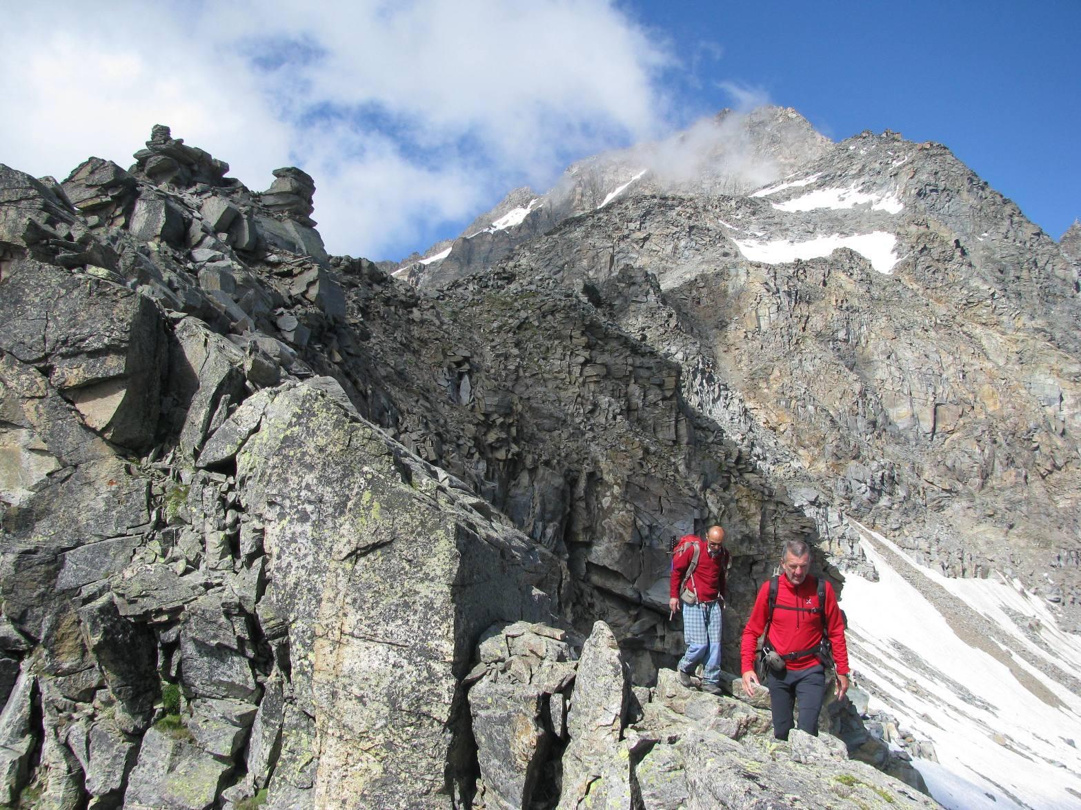 Discesa in cresta con Levanna alle spalle