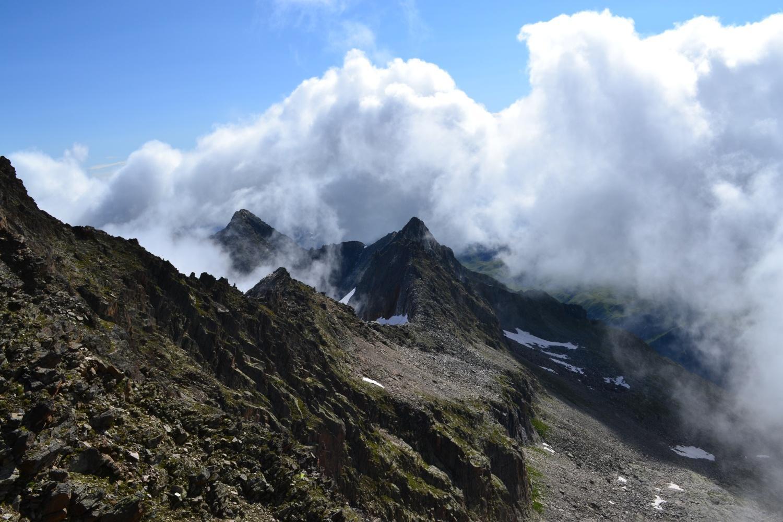 nubi in arrivo salendo in cresta