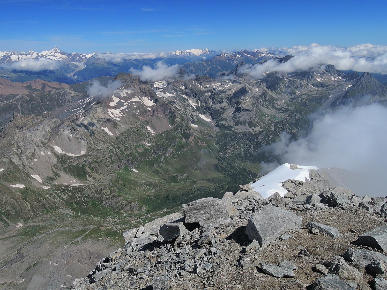 Vista dalla cima su Alpe Veglia e dintorni