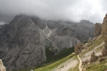 Catinaccio e sentiero in discesa dalla Forcella verso il rifugio