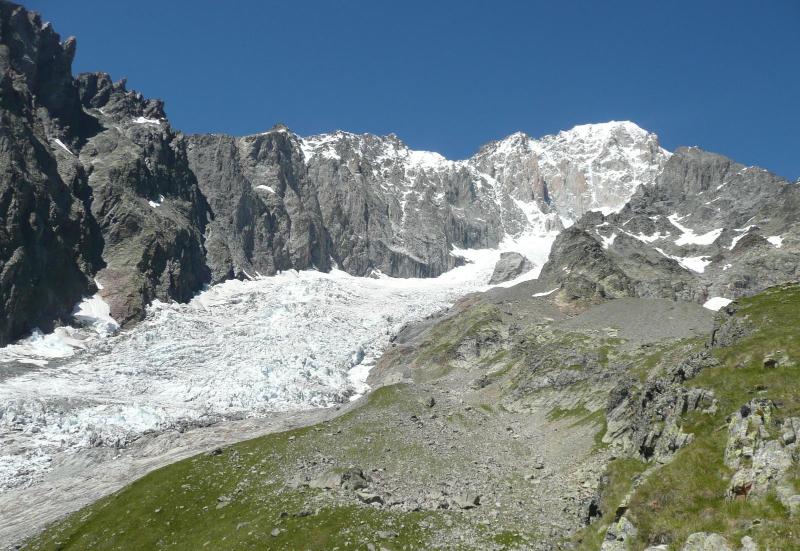 il ghiacciaio del Brouillard e sopra il Bianco di Courmayeur