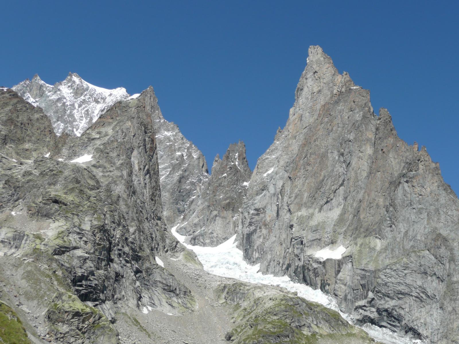 il ghiacciaio del Freney fra l'Aiguille Blanche e l'Aiguille Noire de Peterey