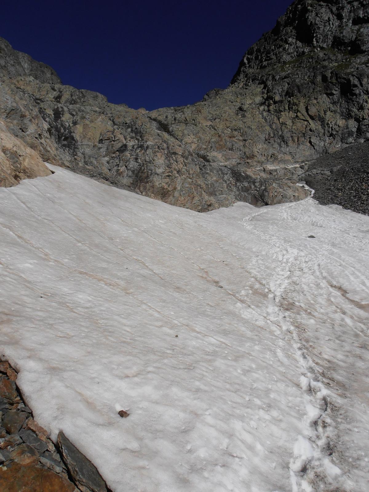 07 - unico nevaio nel vallone, si supera senza ramponi
