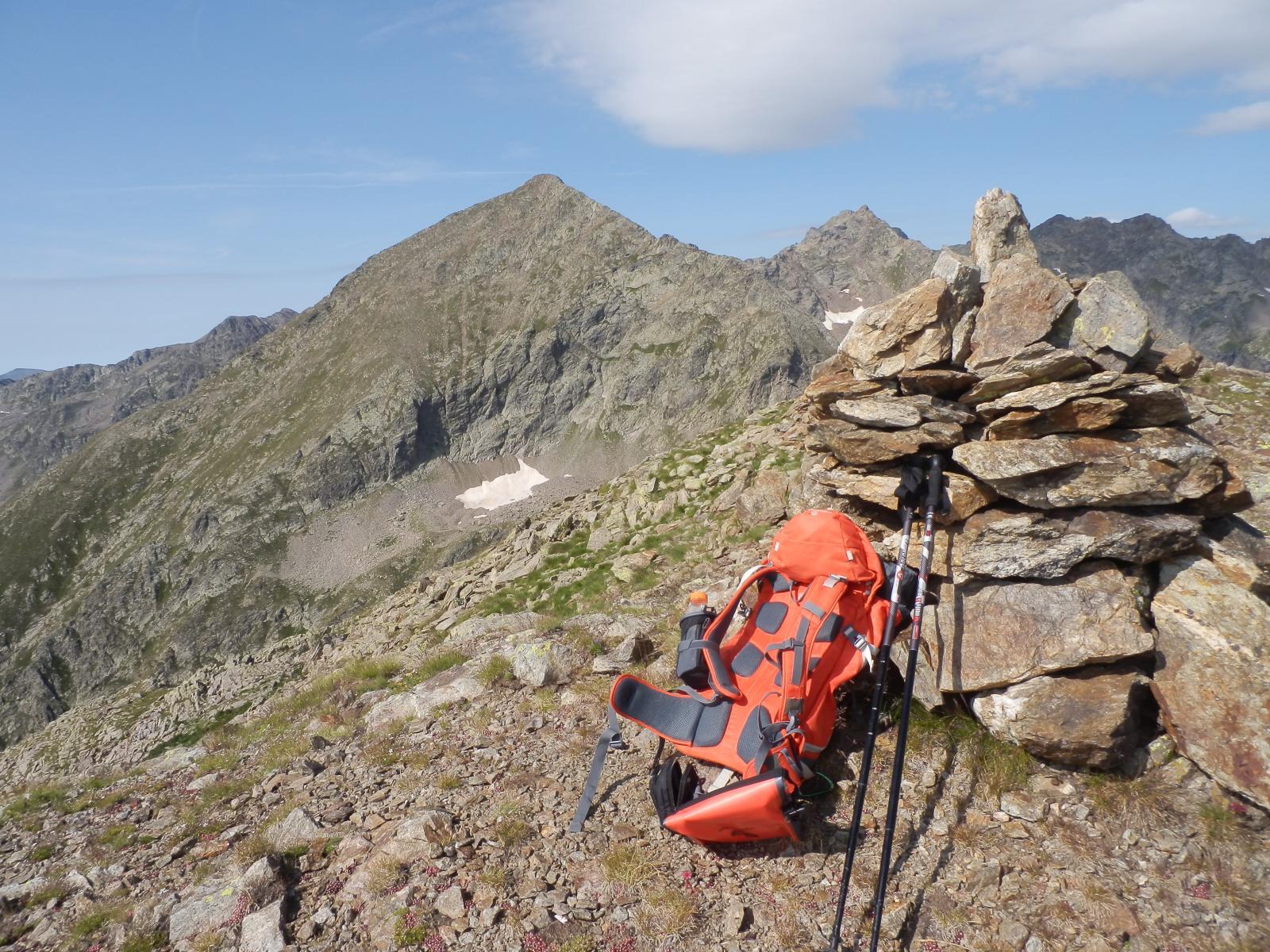 Dalla cima, vista verso il Monte Laroussa