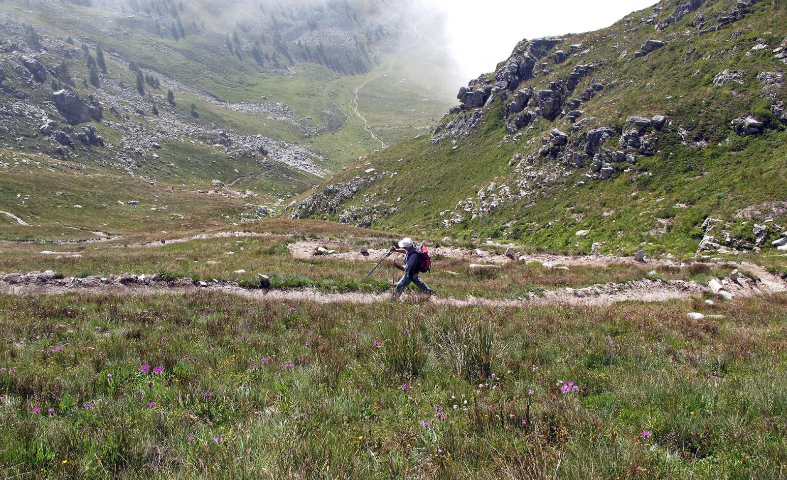 Il bel sentiero allargato oltre il colle di Chiosso