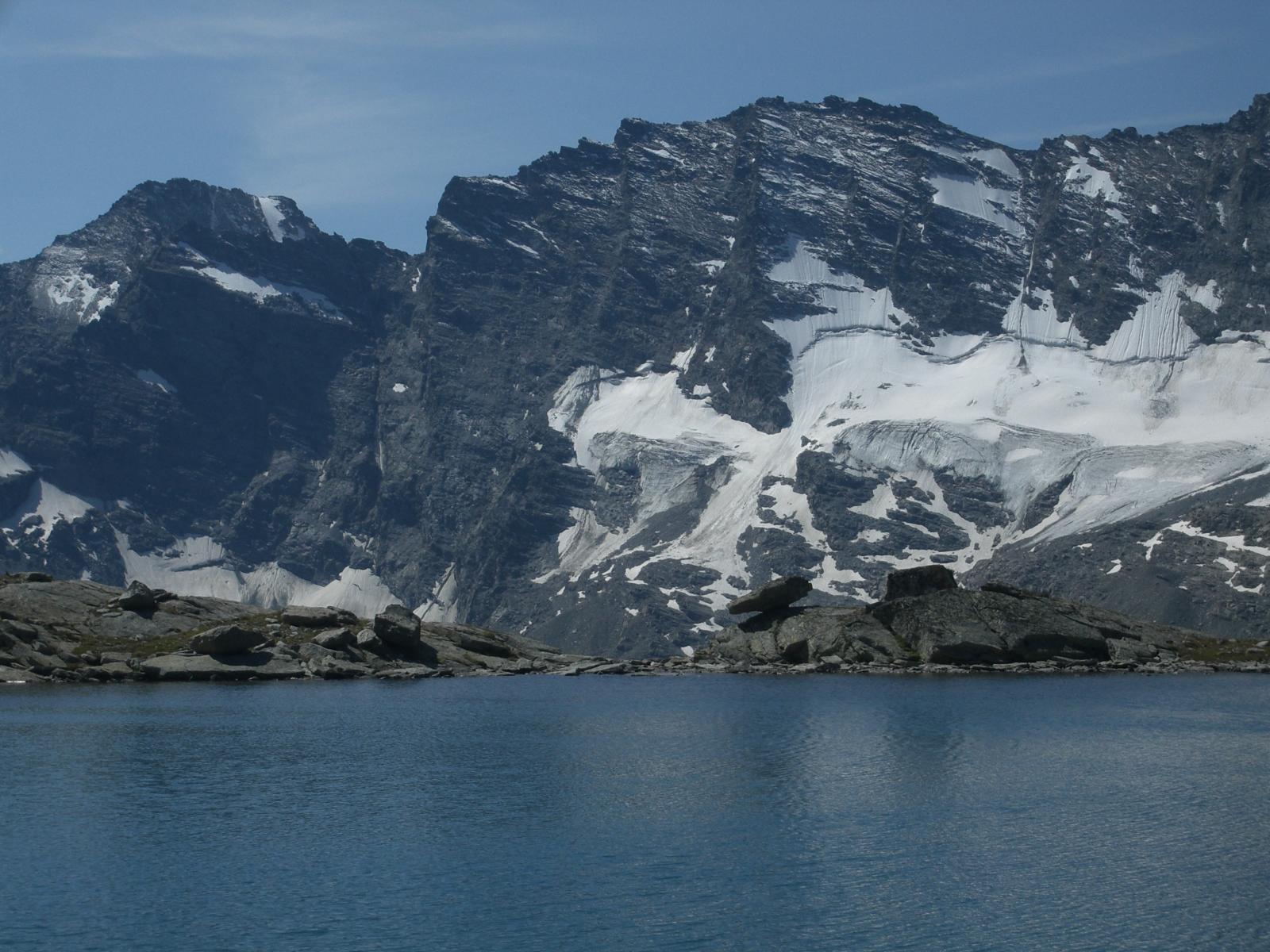 Lago del Gias di Beu, sullo sfondo le Levanne