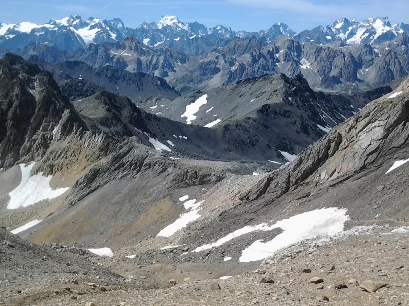 Dal Thabor, vista verso rocca Chardonnet in basso e Ecrins in lontananza