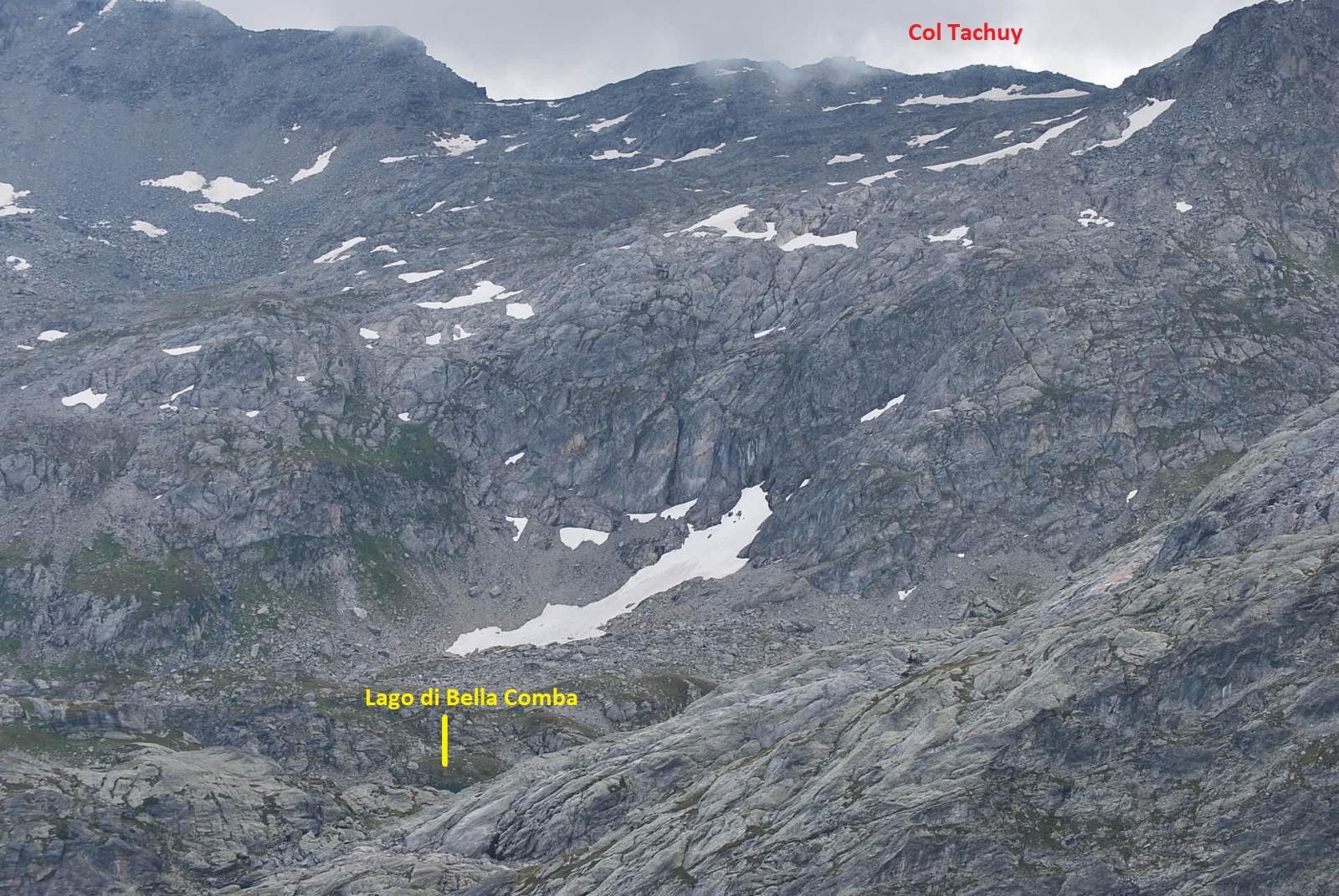 Dalla vetta: il Lago di Bella Comba, il sentiero di salita ed il Col Tachuy