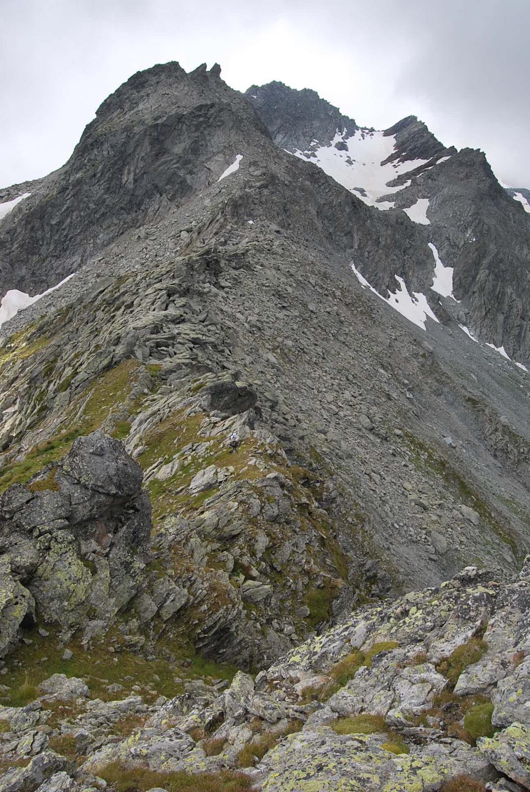 Vista dalla punta, la cresta dal colle verso il Mt. Freduaz