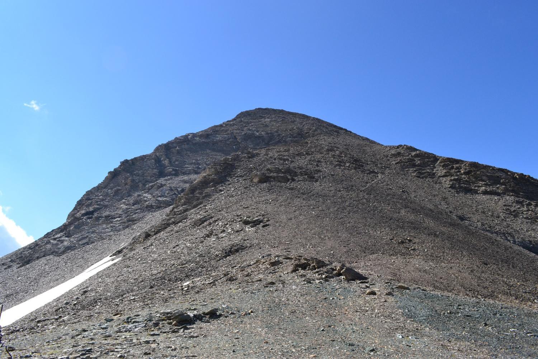 la larga cresta da percorrere vista dal colle