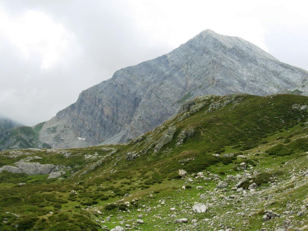parete nord del mongioie dal sentiero tra il bocchino della brignola ed i laghi raschera