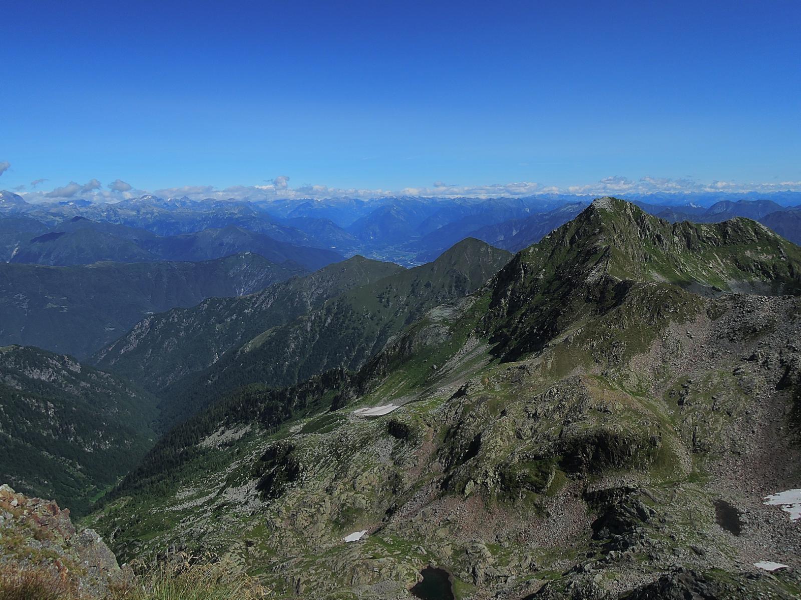 Ossola sullo sfondo, Montagna Ronda a destra