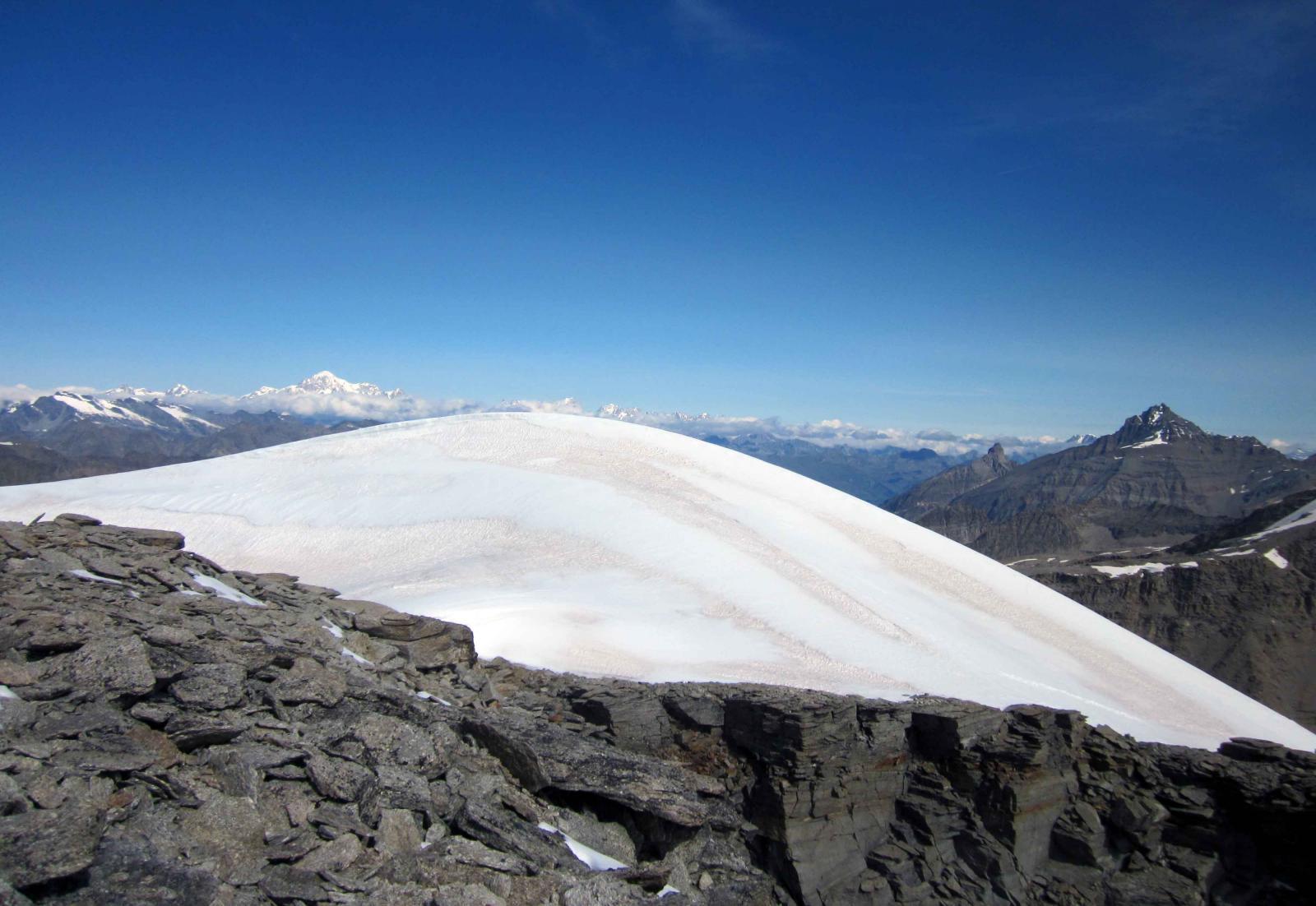 calotta glaciale: c'è anche un piccolo laghetto