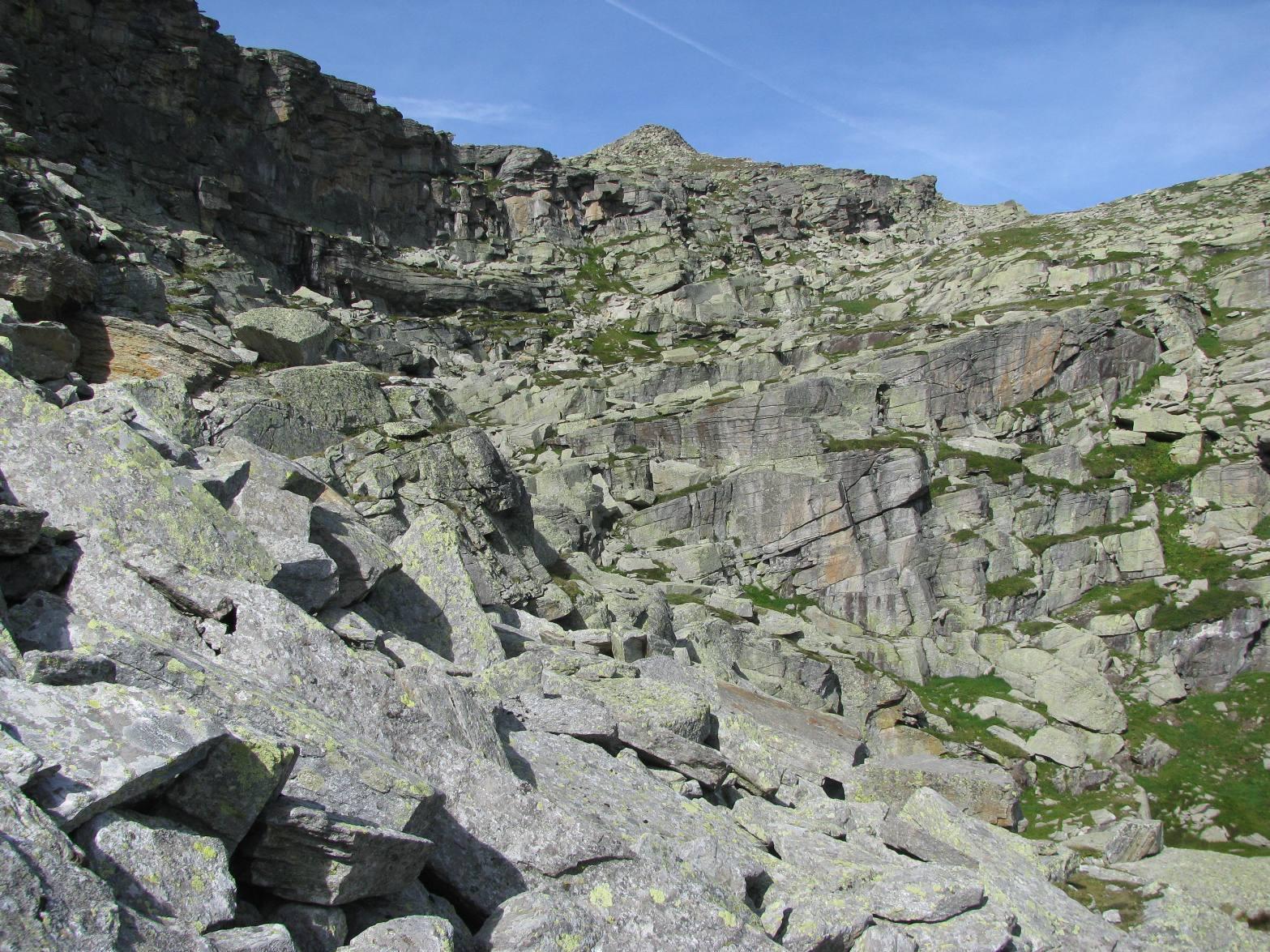 In vista della vetta, attraversamento pietraia x il piano superiore