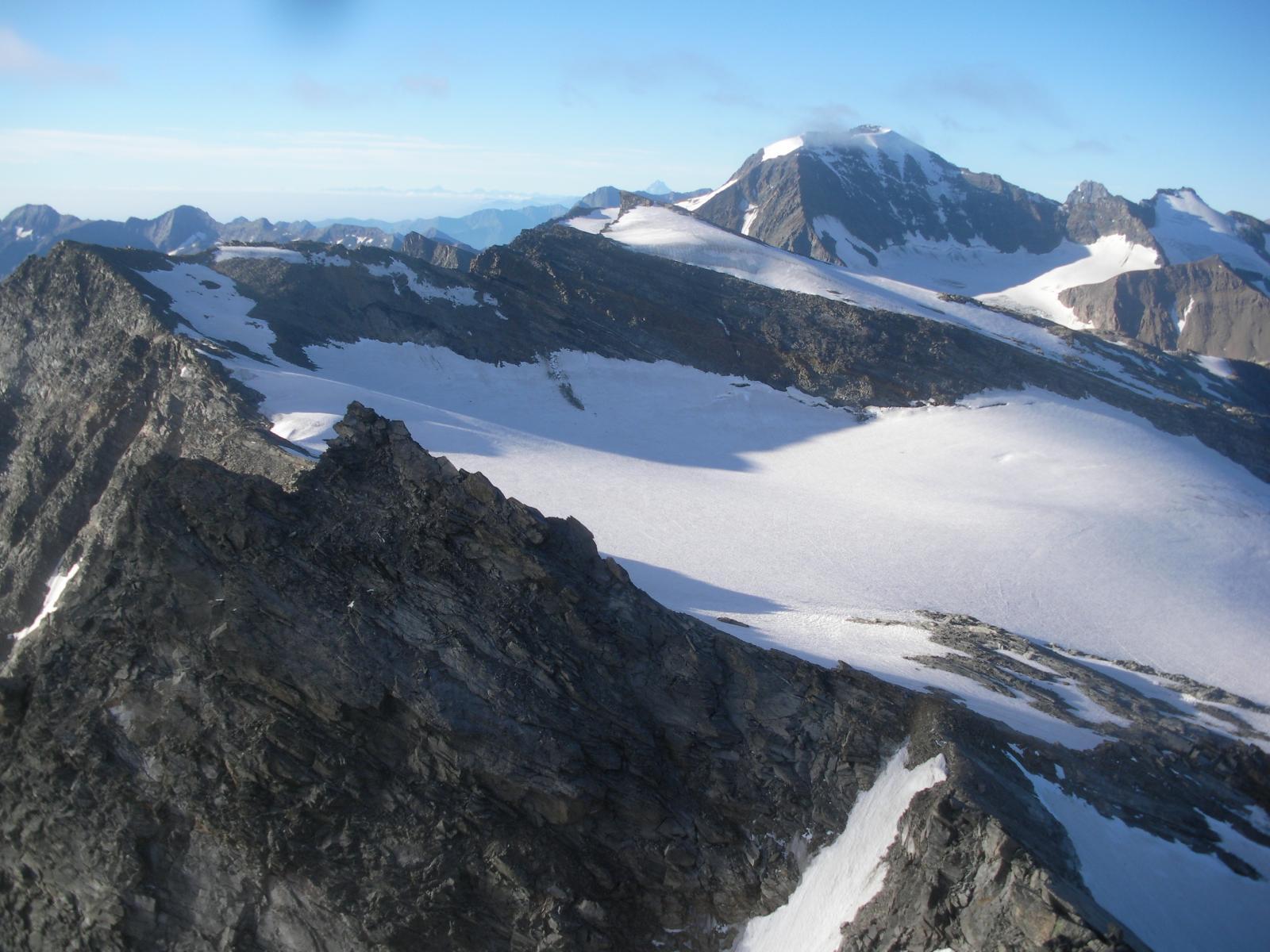 Il glacier du Gran Mean e al fondo la Ciamarella..dalla P.di Mezzenile..