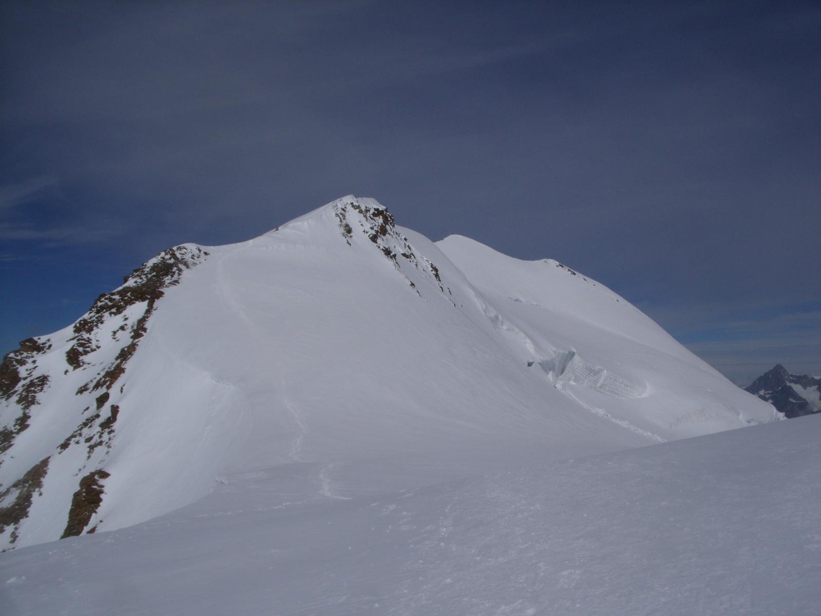 Castore e l' anticima lungo la discesa dalla cresta S-E