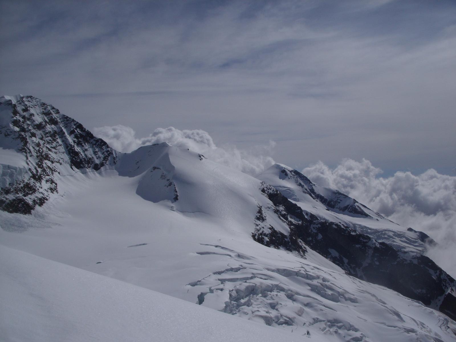 Cresta Sella e naso del Lyskamm e in sedondo piano la Vincent