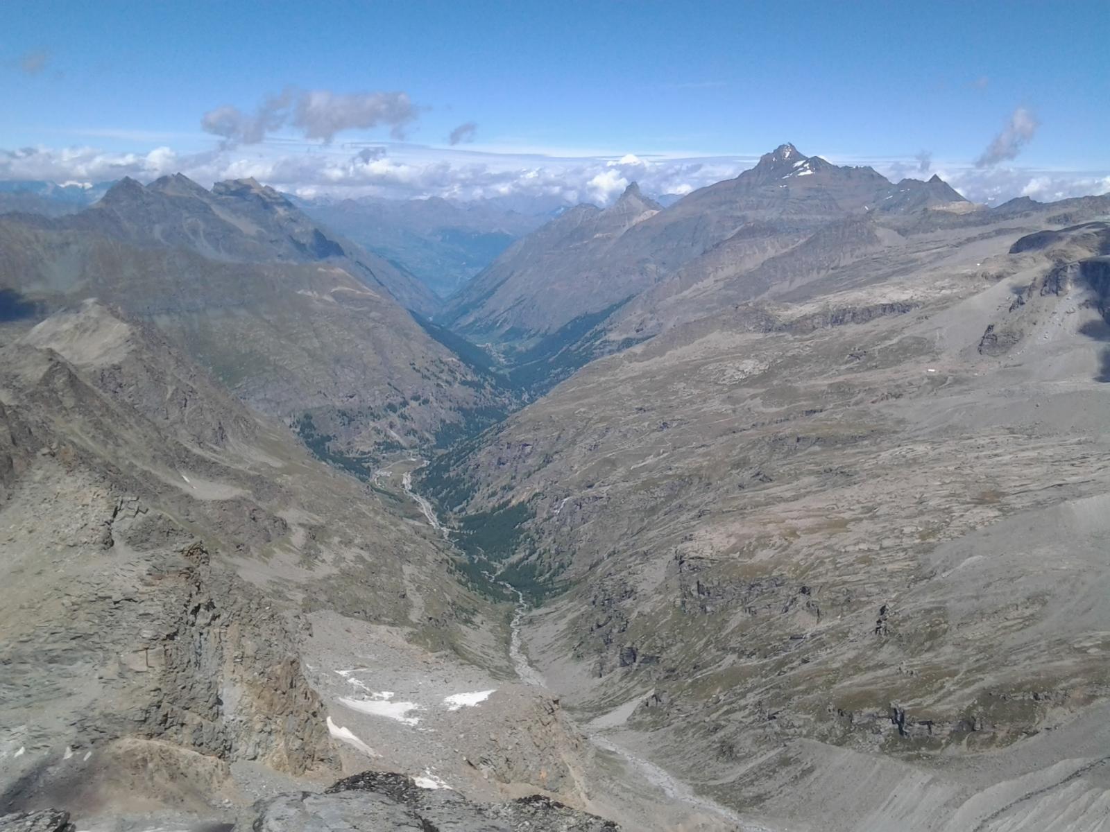 Il solco della val Savaranche dalla cima