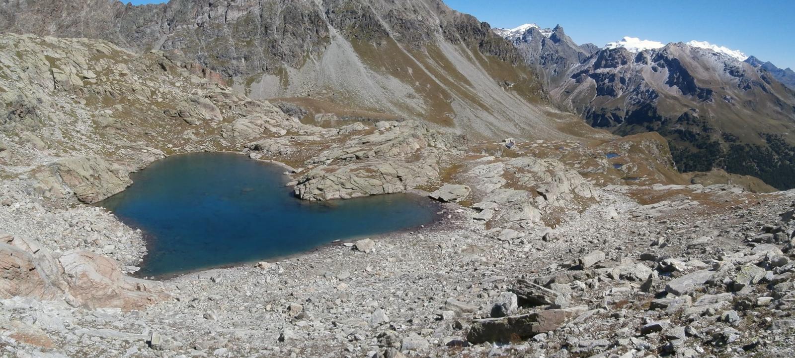 in discesa  dalla vetta,vista sul lago Pisonet , sull'Oratorio e panorami estesi...