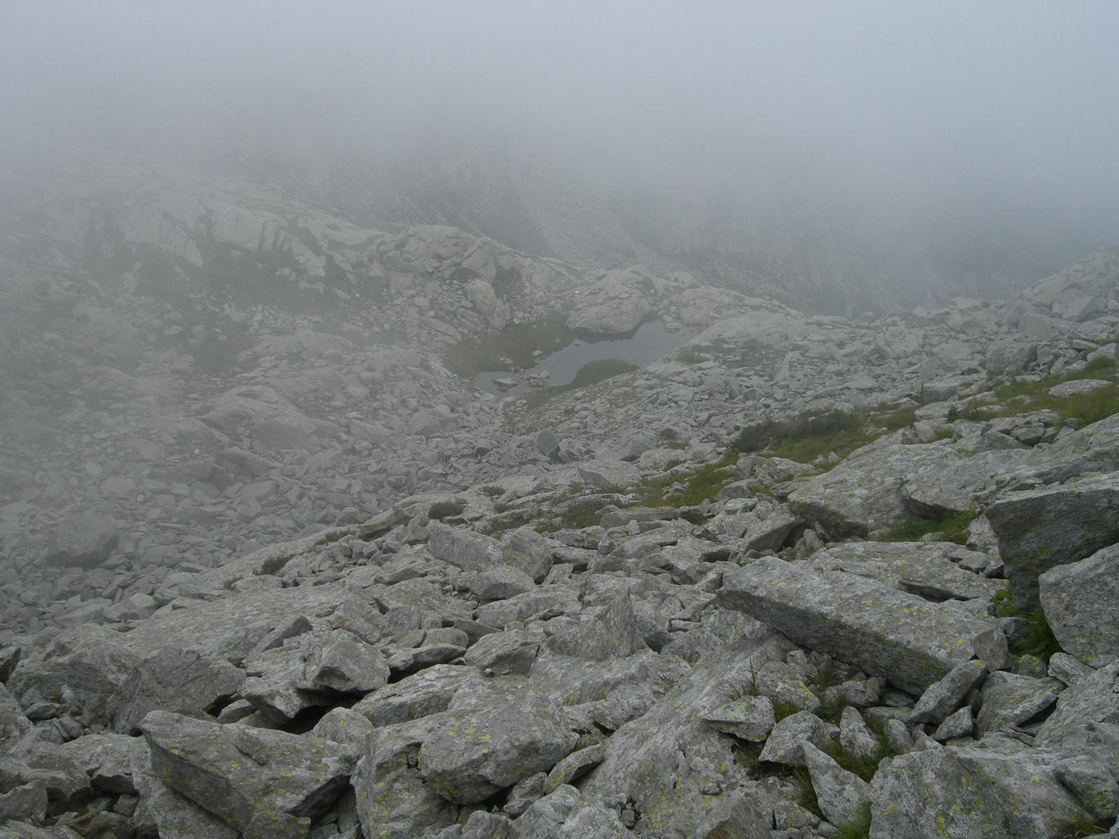 Lago Asnì salendo alla cresta ENE del Verzel