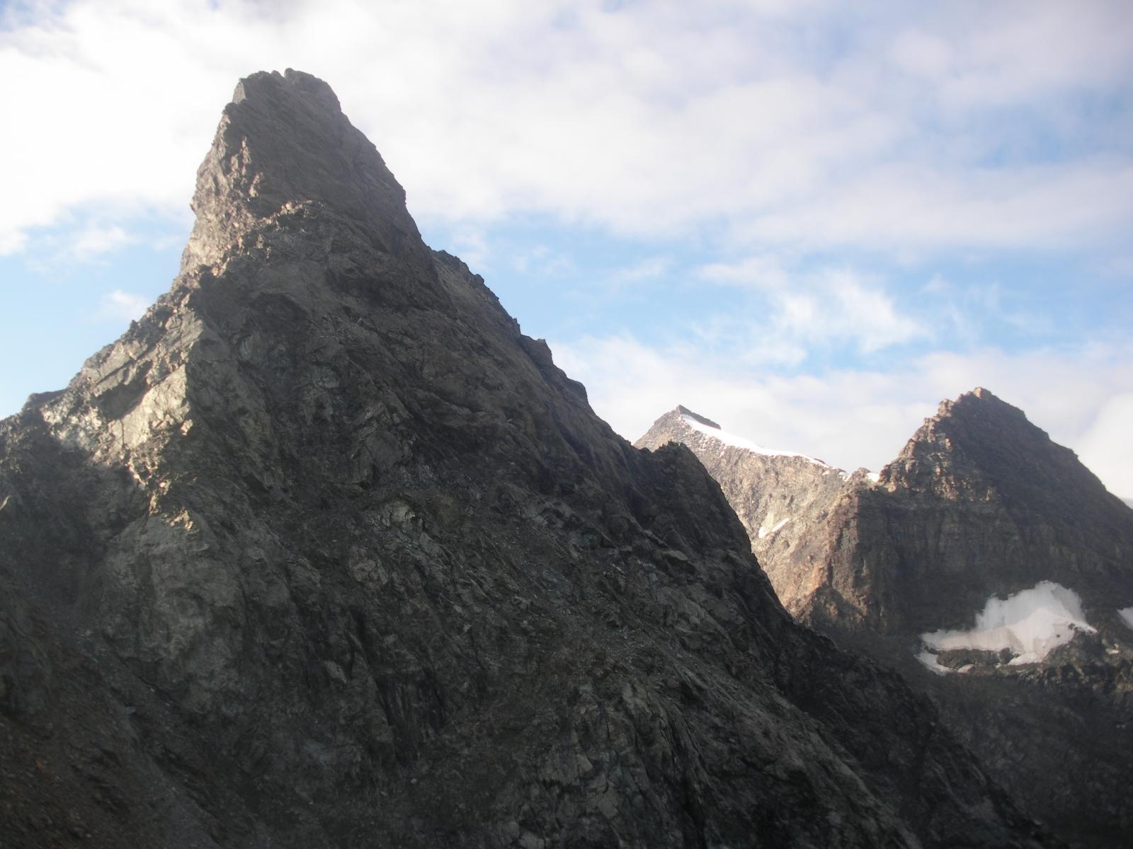 Il Pic dalla base della cresta nord..a dx l'Albaron..