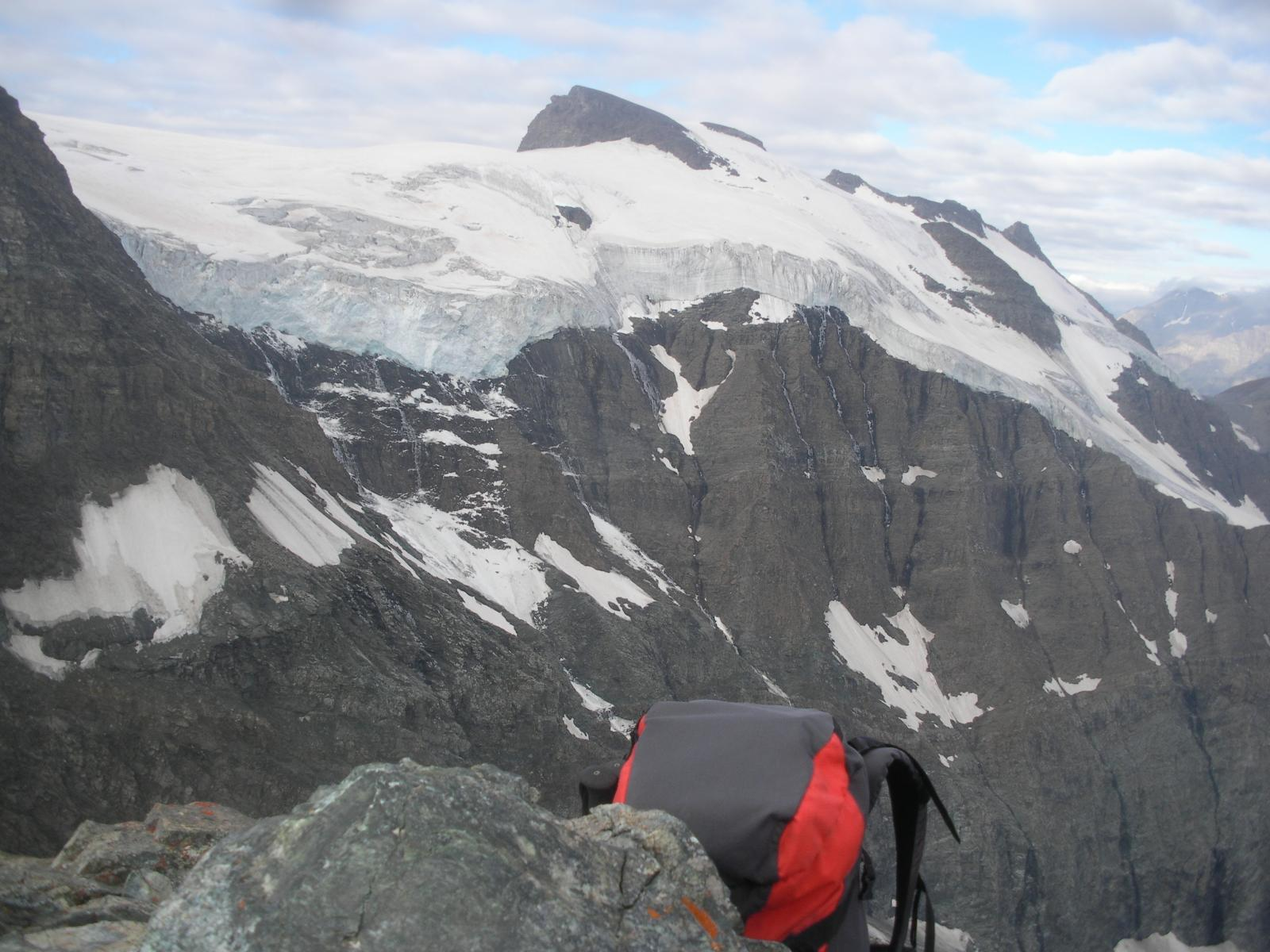 l'ampia fronte seraccata del Glacier superior du Vallonet..