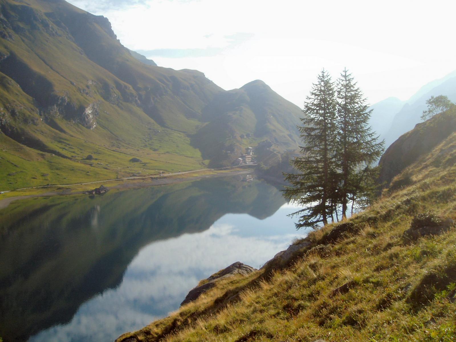 il lago salendo
