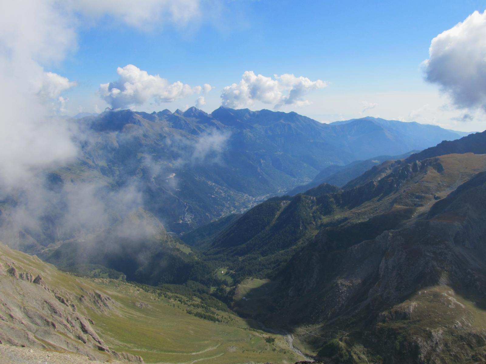 Il Vallone dell'Albergian verso Fenestrelle, Cristalliera e Rubinet sullo sfondo.