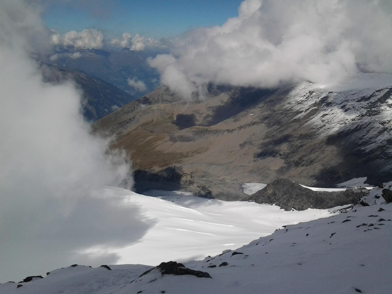 Dalla cima, sguardo al glacier de la Sassiere