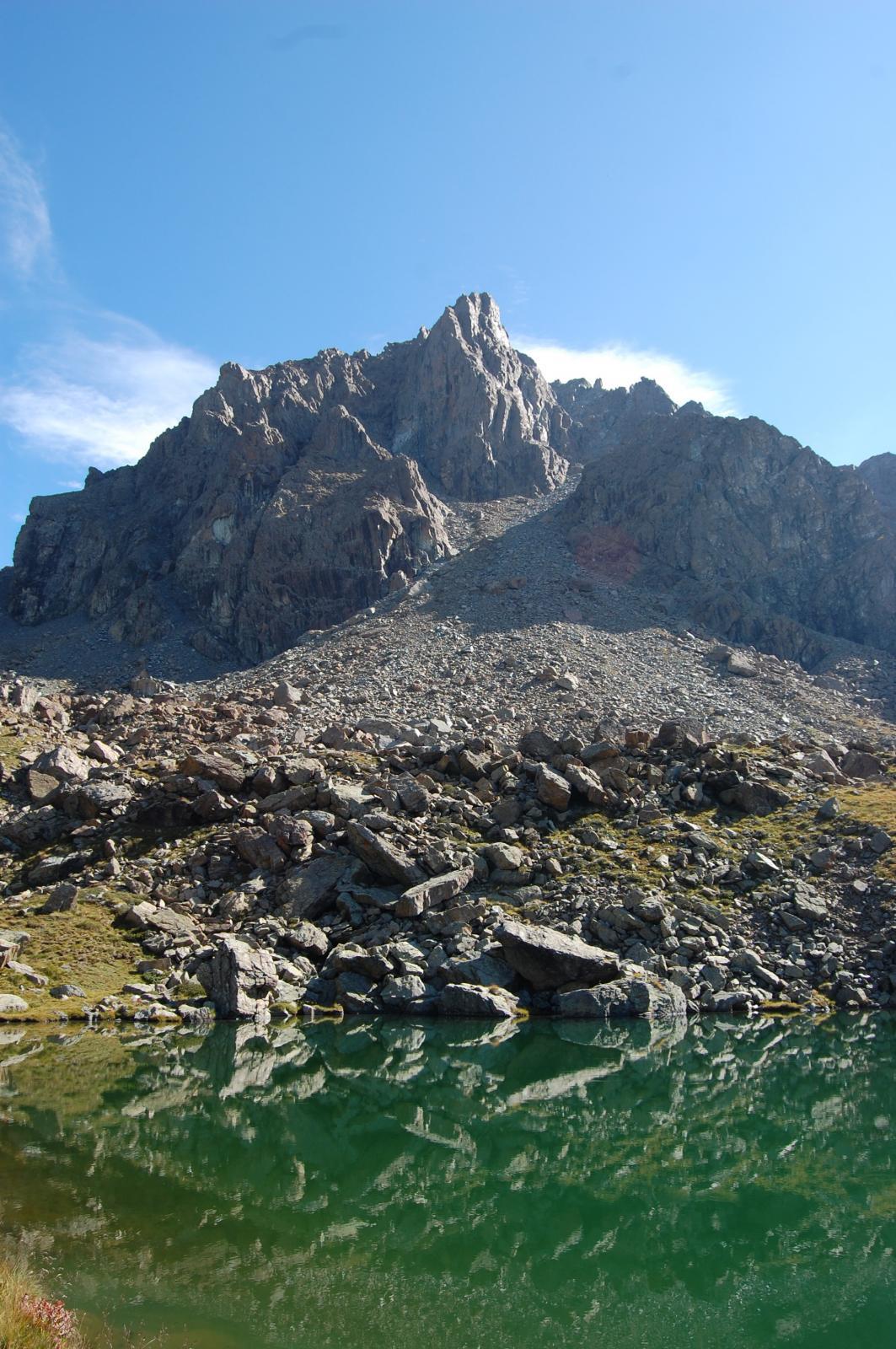 La Cristalliera vista dal lago La Manica