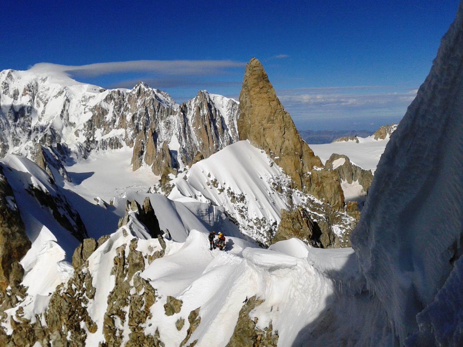 La cresta di Rochefort vista dall'arrivo della seconda doppia dall'Aig. de Rochefort