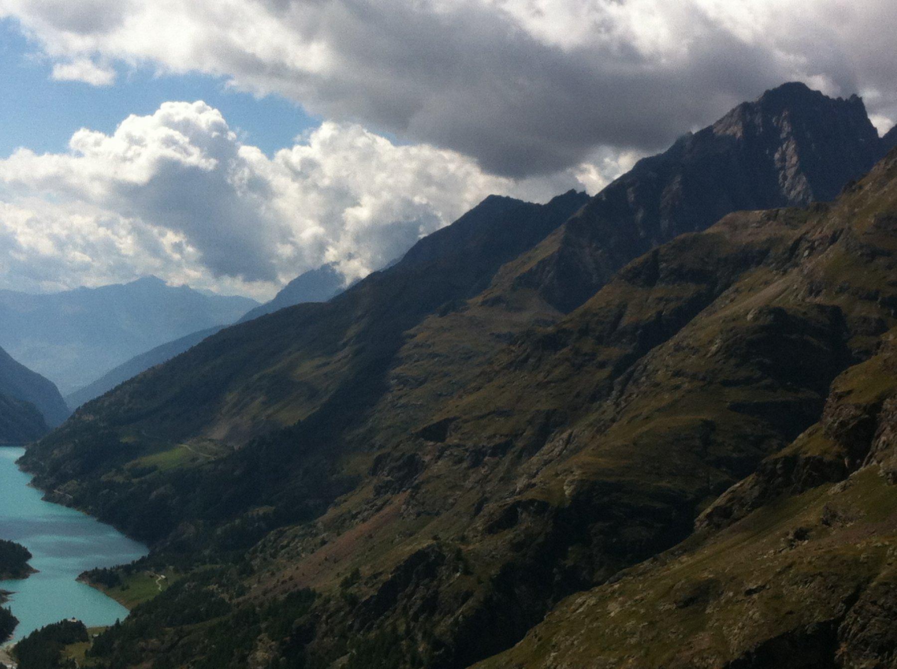 in alto a destra l'Aiguille Blanche des Lacs