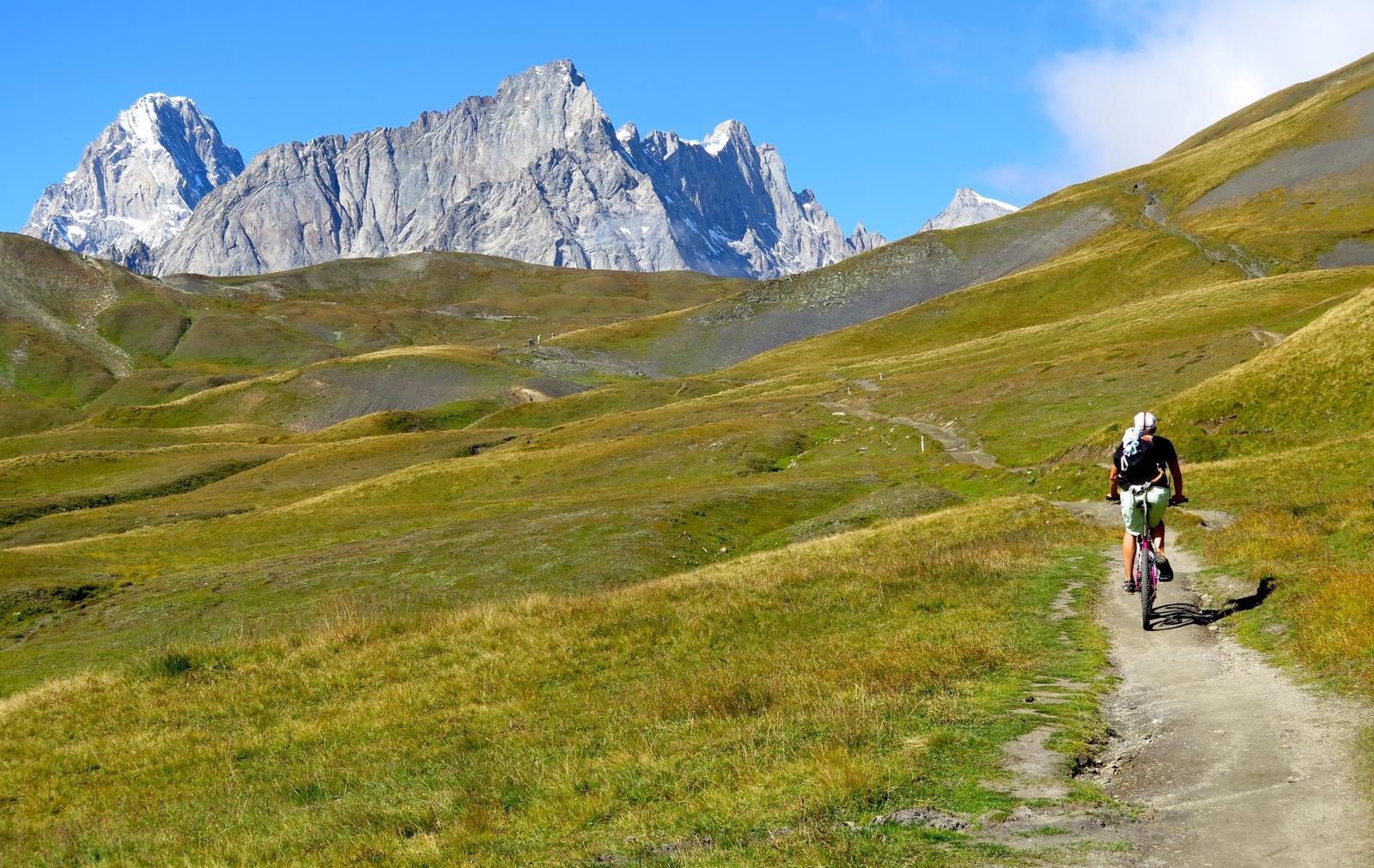 pedalando verso il Col du Grand Ferret