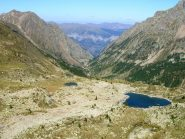 lago s.anna dalle cime. a sx del lago la falesia omonima