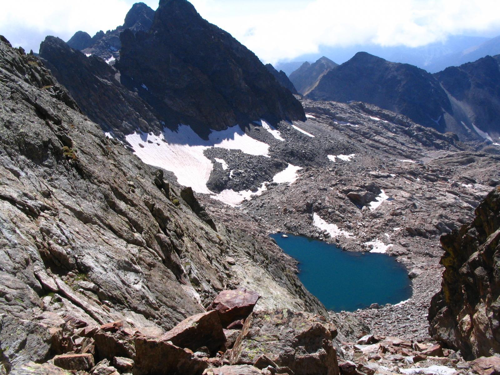 Il lago di Nasta visto dal colle della Forchetta