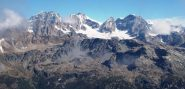 Sulla cima: Roseg, Scerscen, Bernina, Cresta Guzza, Argent