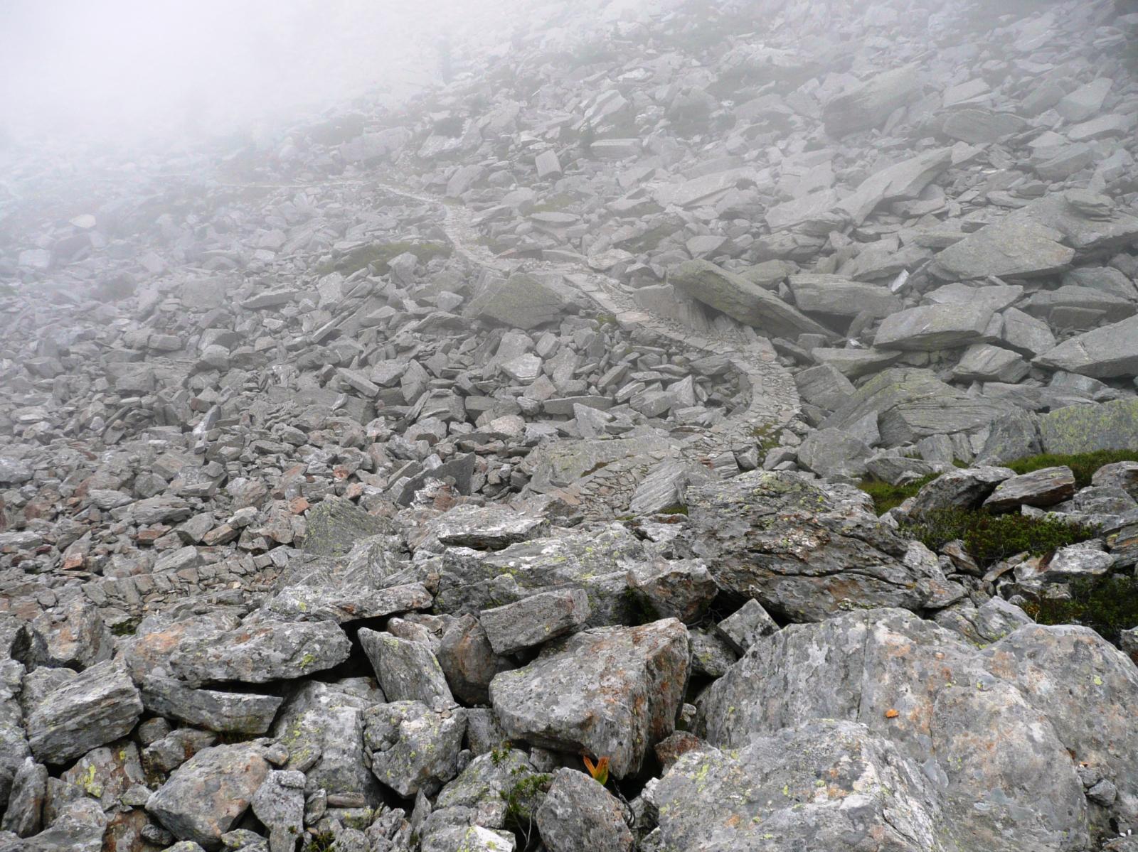 senza la storica e bellissima strada Piedicavallo Niel (6c nel versante valdostano) quanto ci vorrebbe ad attraversare la pietraia!
