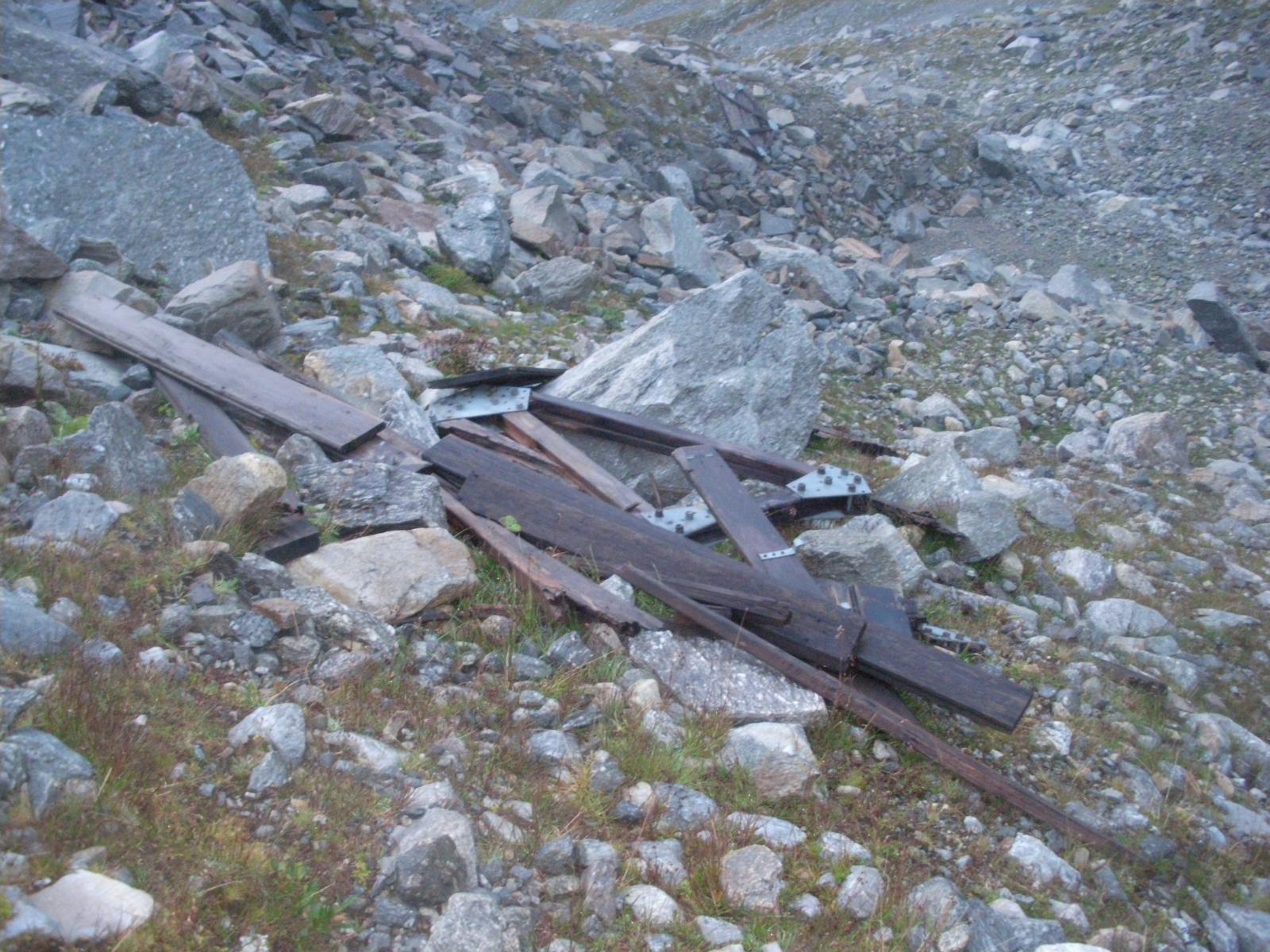 i resti dell'ormai distrutto biv.Rivero..