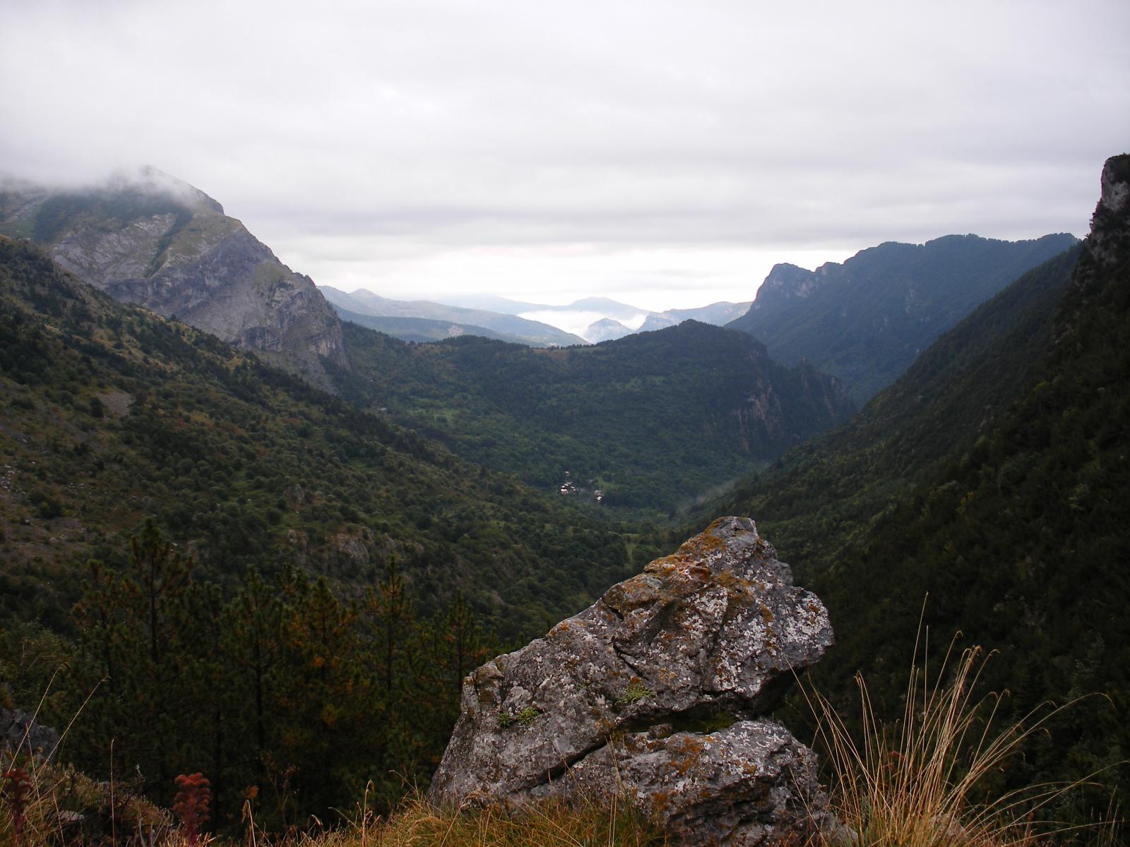 il vallone verso Carnino dalla Gola della Chiusetta.