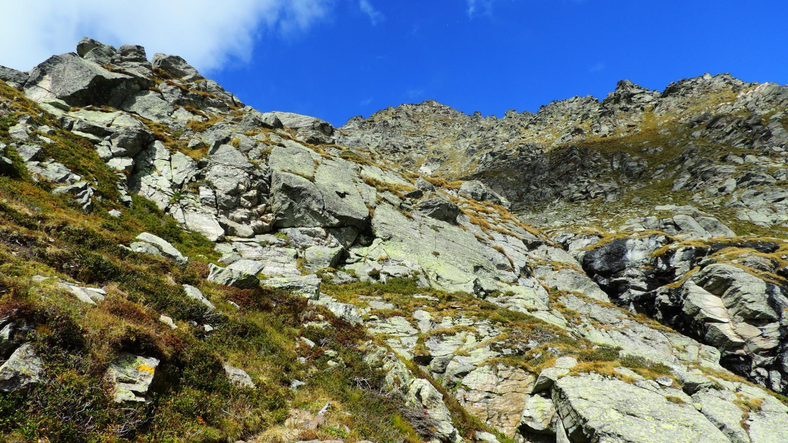 un tratto ripido del sentiero verso quota 2500 m