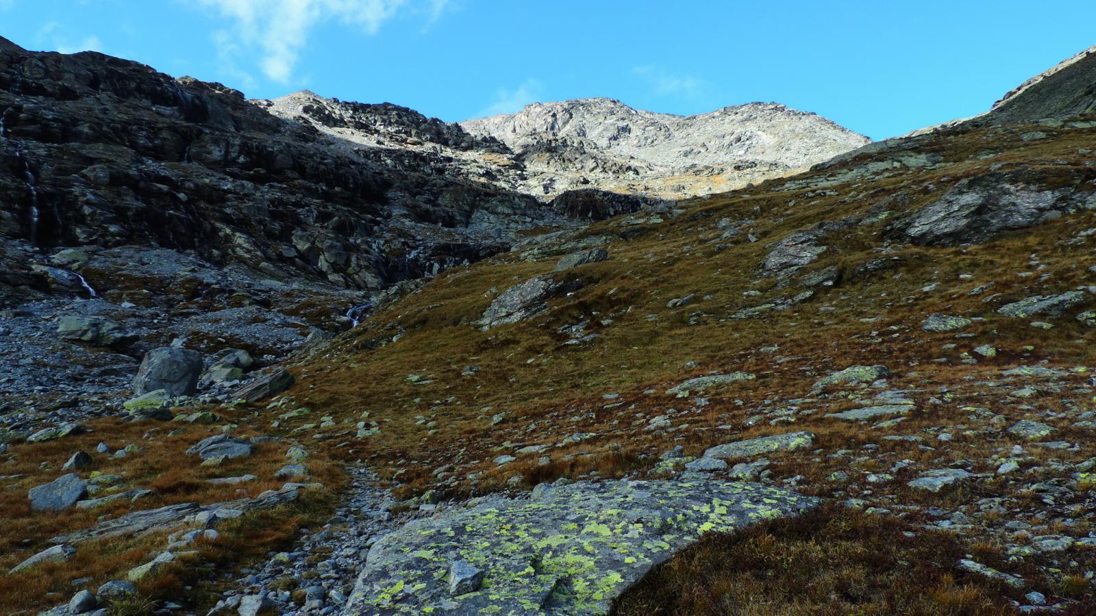 il vallone superiore e la Cima di Bard da quota 2500 m