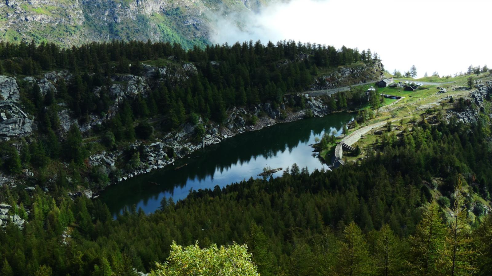 il Lago Arpone, punto di partenza per la salita