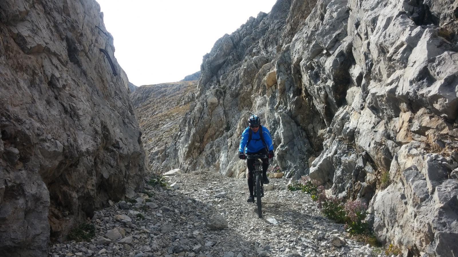 passaggio alla rocca forata
