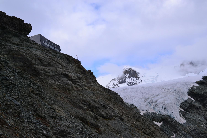 la Cabane de Tracuit con il Bishorn sullo sfondo