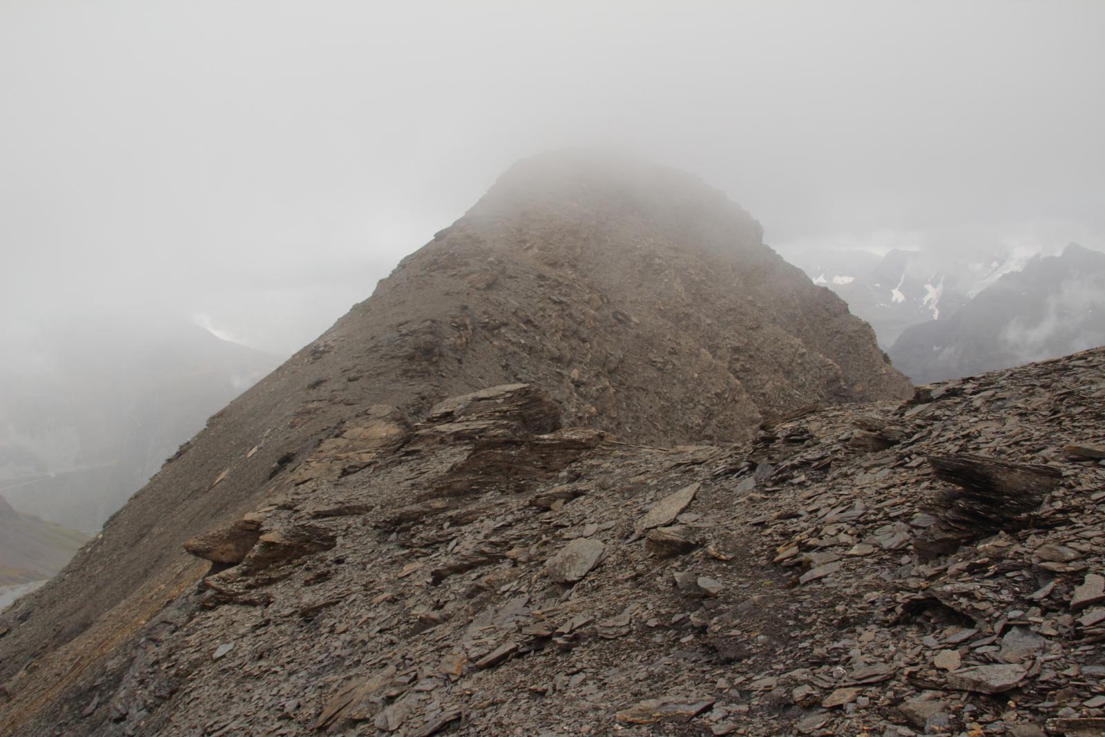 la cresta Ovest che porta in cima vista dal colle di quota 3170 m