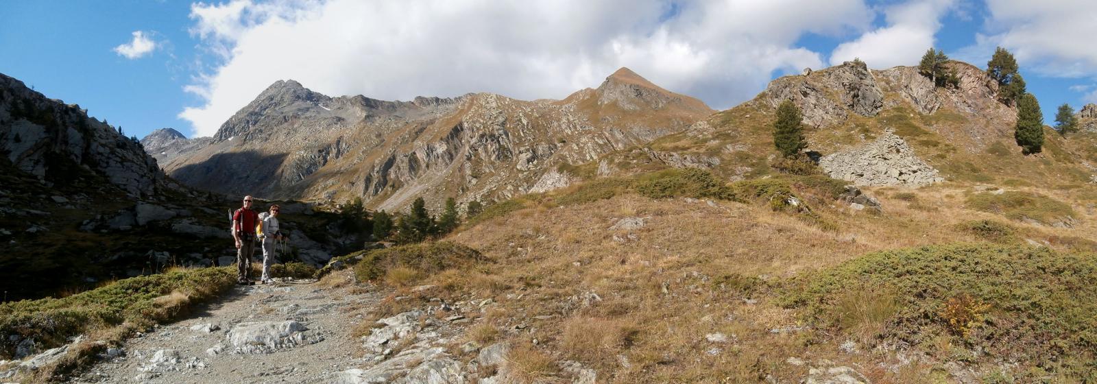 l'arrivo nel vallone di Bardoney...sullo sfondo la Chesère ed il colle  dell'Arolla...