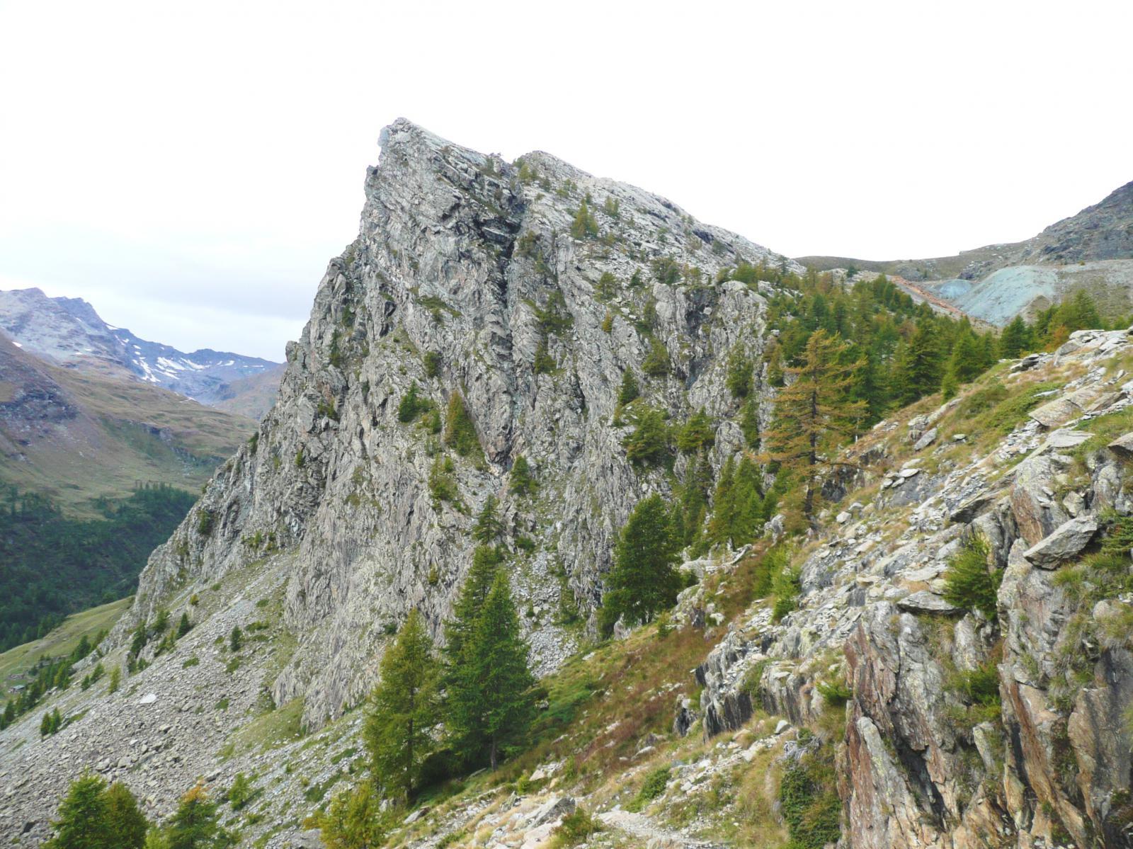 Il Bec Raty (parete est, vie di arrampicata)