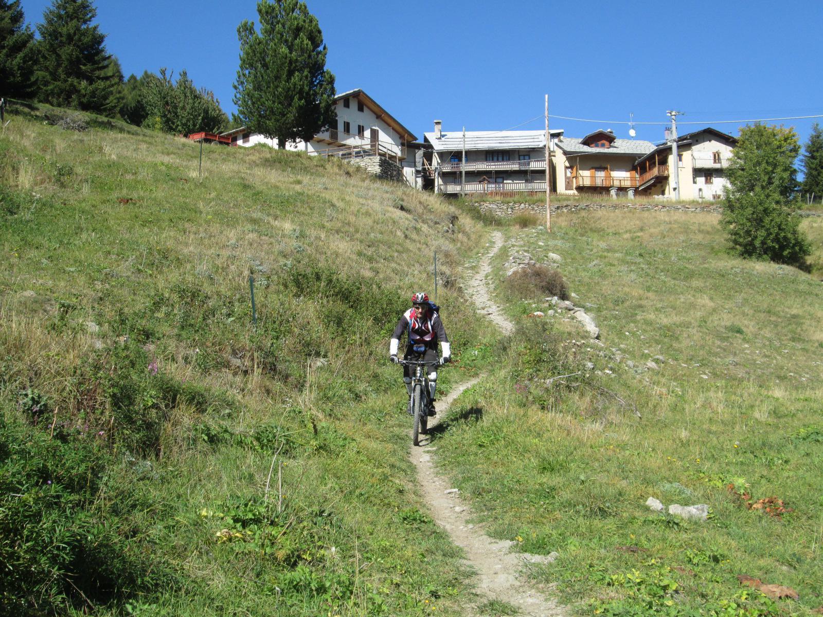 l'imbocco del sentiero sotto il Grand Puy