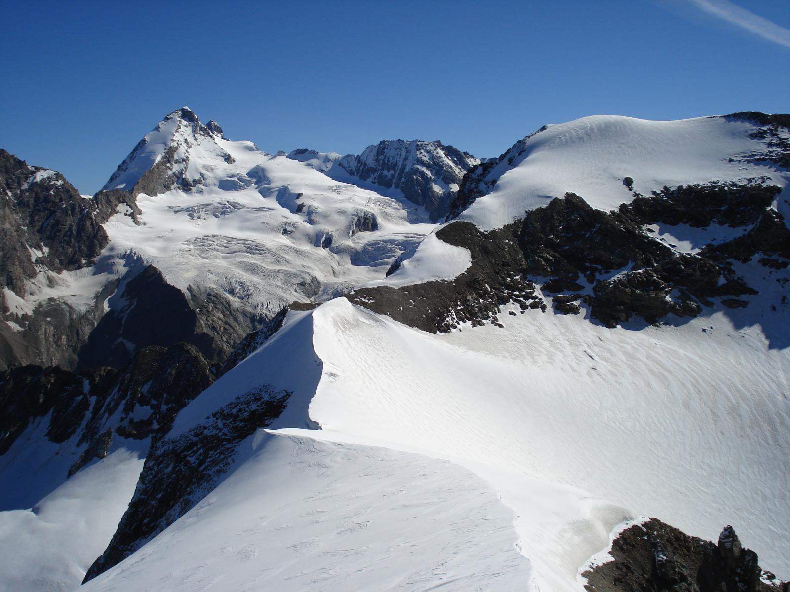Da dx: Mont Brulè, Grandes Murailles, punta del Cervino e Dent d'Herens in primo piano